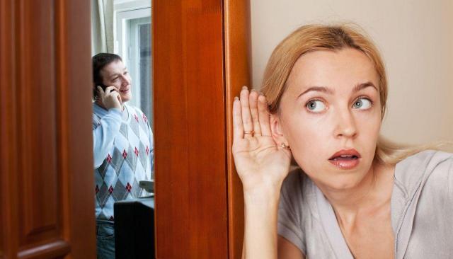 Małe szczegóły, które ukrywają zdradę. Czy mąż Cię oszukuje?
