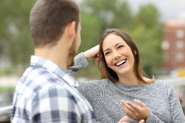Uwodzenie wzrokiem - dlaczego powinnaś łapać z nim kontakt?