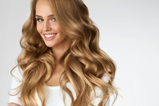 Wysuszone włosy letnim słońcem? Mamy na to proste sposoby!