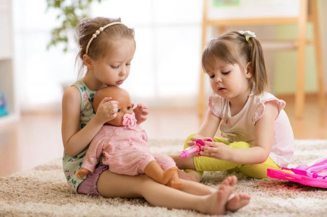 Akcesoria dla lalek - co kupić, by dziecko było szczęśliwe?