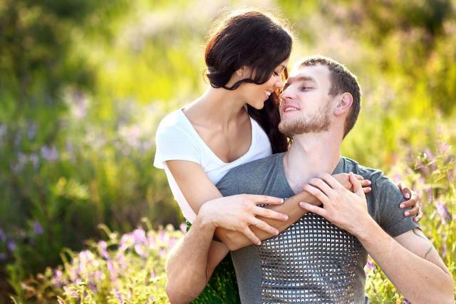 3 rzeczy, przez które kobieta czuje się szczęśliwa przy mężczyźnie