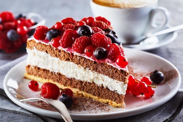 Ciasto z owocami – najlepsze pomysły na letnie wypieki