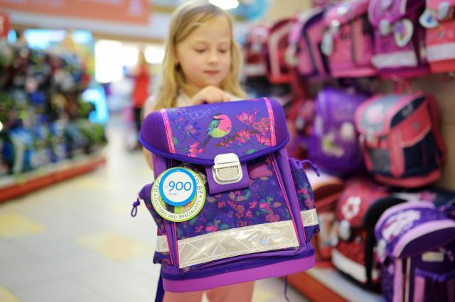 Tornister, plecak, worek do szkoły - co wybrać dla dziewczynki?