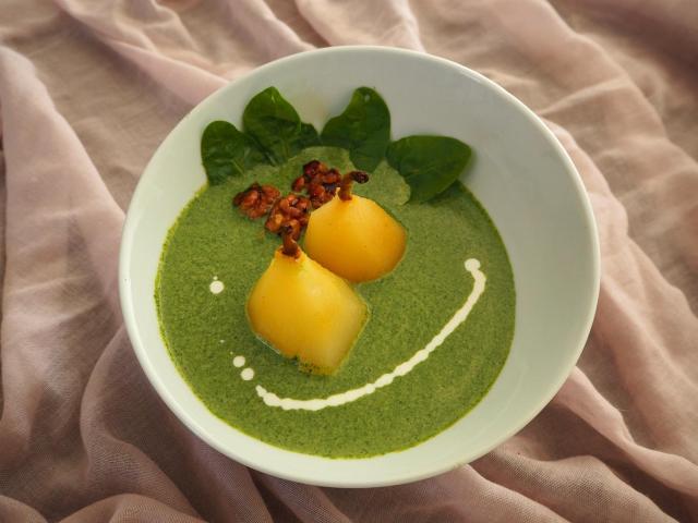 Zupa krem ze szpinaku z gruszką i serem gorgonzola