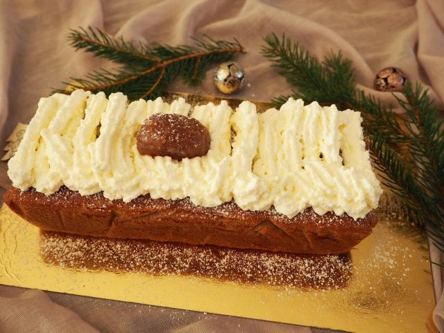 Świąteczne ciasto z kremem kasztanowym