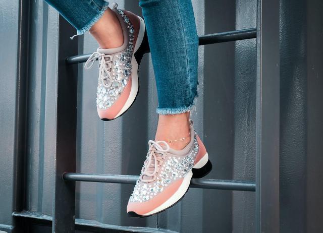 Buty damskie na wiosnę, których nie może zabraknąć w garderobie modnej kobiety