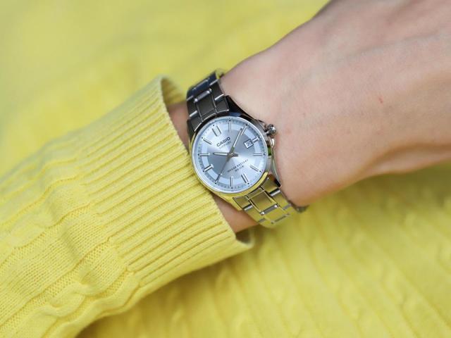 Zegarek na prezent. Pomysły na oryginalny prezent dla każdego