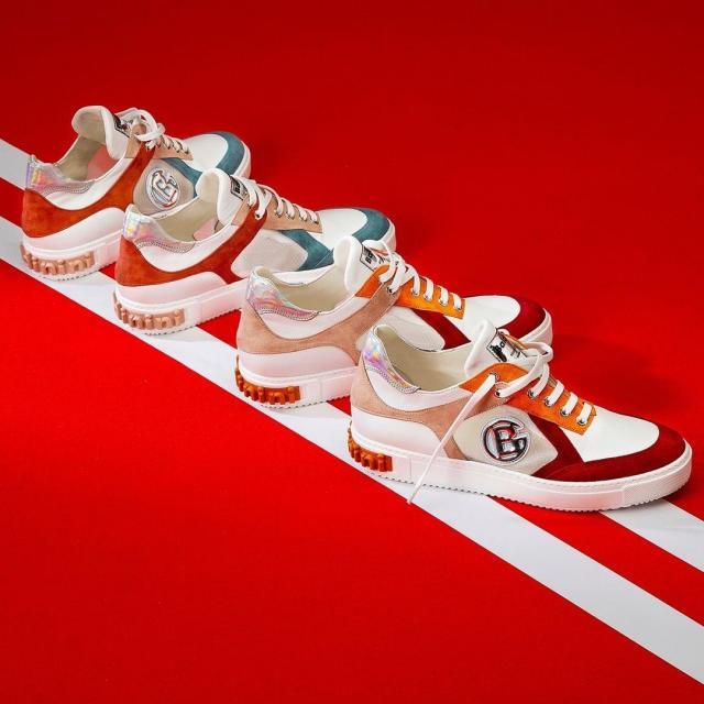 Sneakersy – co to są za buty i jak je nosić?