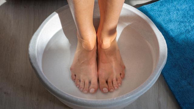 Dlaczego warto wykonywać kąpiele dla stóp?