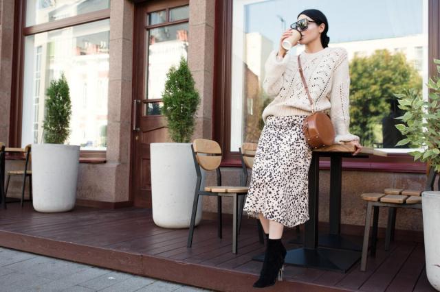Modne swetry Reserved idealne na chłodne dni. Jakie modele będziemy nosić jesienią i zimą?