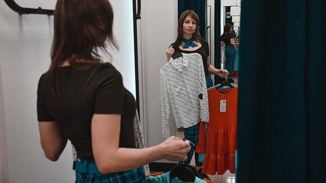 Jesienne sukienki do pracy. Jakie modele wybrać?