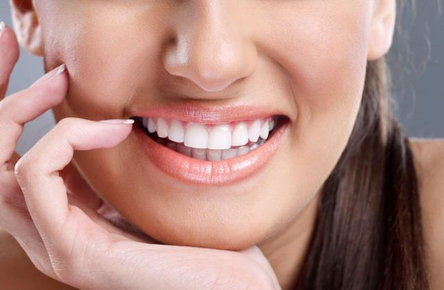 Przebarwienia na zębach - które produkty je powodują?