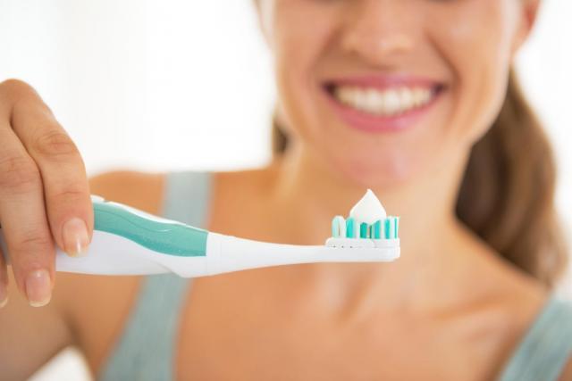 Cała prawda o wybielających pastach do zębów: czy są czegoś warte?