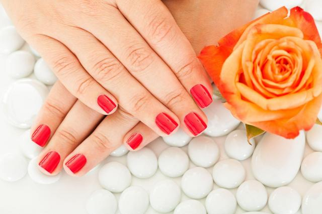 Wygląd paznokci wpływa na Twoje zdrowie. Dlaczego powinny być zadbane?