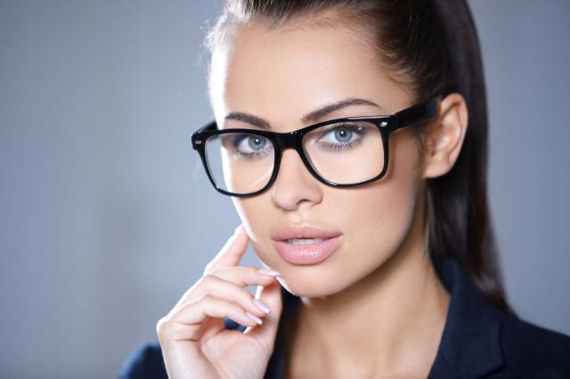 Poradnik wizażystki: Make-up dla okularnicy
