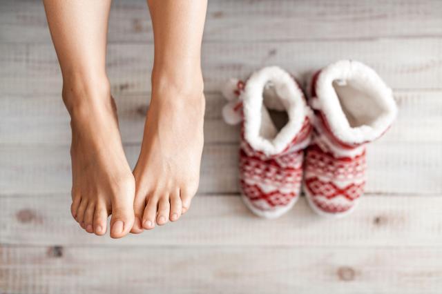 Jak dbać o stopy zimą, aby skóra zawsze była gładka?