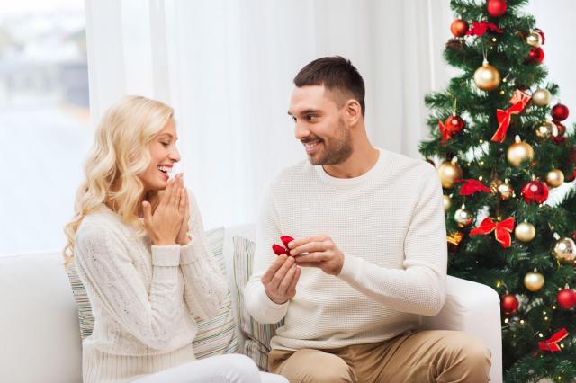 Kilka pomysłów na nietuzinkowe zaręczyny w święta