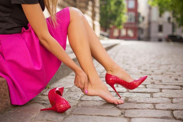 Jak przygotować stopy do całonocnego tańca? Tego musisz się trzymać!