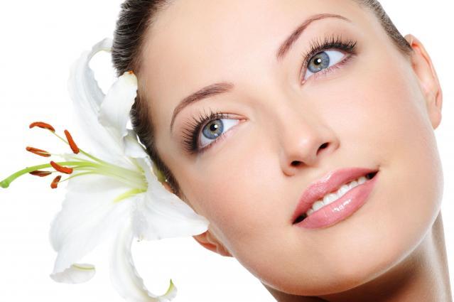 Idealna skóra wokół oczu - bez cieni i zmarszczek