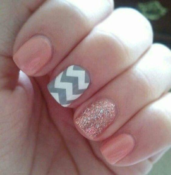 paznokcie brokatowe, paznokcie w kropki, paznokcie wzory, paznokcie różowe, paznokcie pudrowe, paznokcie długie
