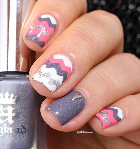 paznokcie różowe, paznokcie pudrowe, paznokcie długie, paznokcie brokatowe, paznokcie w kropki, paznokcie wzory