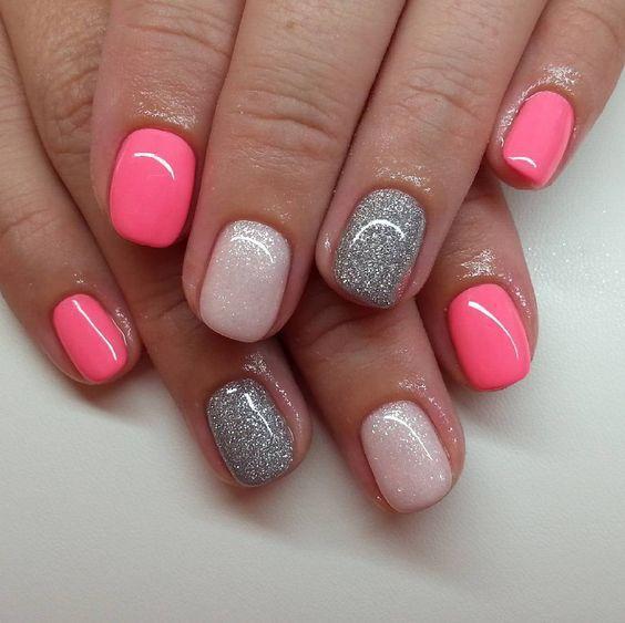 paznokcie w kropki, paznokcie wzory, paznokcie różowe, paznokcie pudrowe, paznokcie długie, paznokcie brokatowe