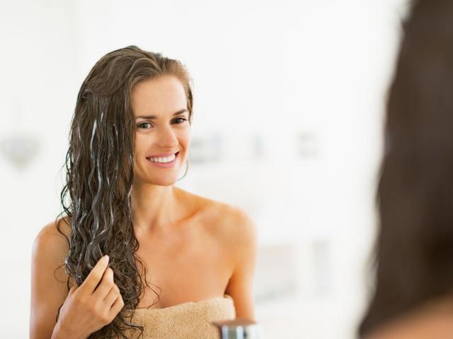 Prosty przepis na regenerującą maseczkę do włosów