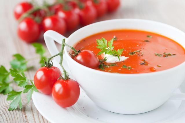 Letnie przepisy: Pomysły na smaczną zupę pomidorową