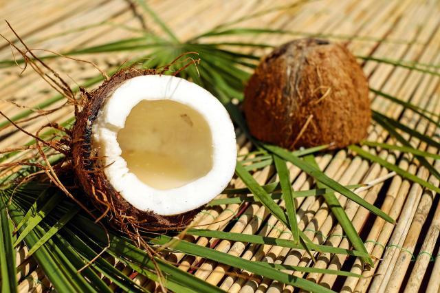 Efekty picia wody kokosowej przez tydzień zupełnie Cię zaskoczą
