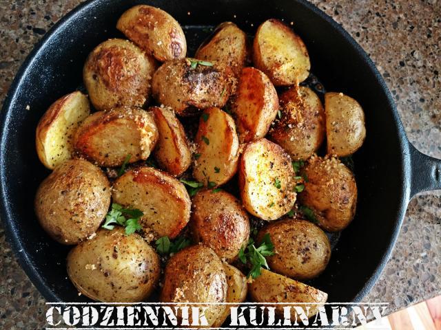 Ziemniaki pieczone z parmezanem i czosnkiem
