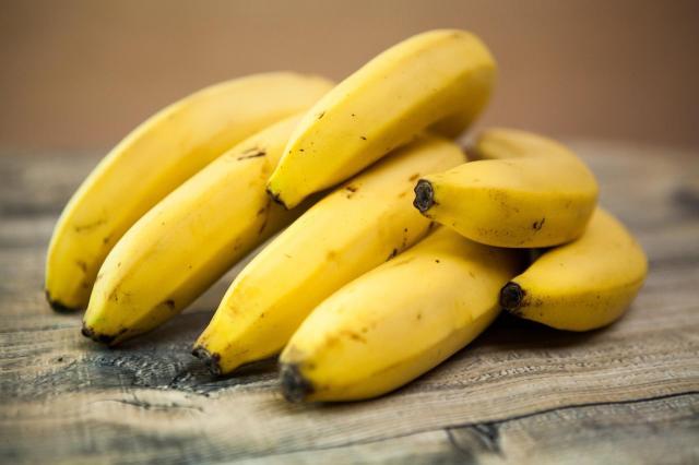 8 problemów, których możesz się pozbyć dzięki regularnemu jedzeniu bananów